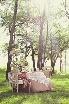 OUTDOOR ROMANTIC TABLE FOR 2 IDEAS | ROMANTIC+TABLES+FOR+TWO+IDEAS+-+HADLEY+COURT+-+NYCLQ+(12).jpg