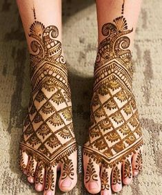 Mehendi on the legs is as important for the bride as is to put it in her hands. We have collected amazing mehndi designs for leg for your inspiration. Dulhan Mehndi Designs, Mehandi Designs, Mehndi Designs Feet, Latest Bridal Mehndi Designs, Peacock Mehndi Designs, Legs Mehndi Design, Mehndi Design Photos, Wedding Mehndi Designs, Unique Mehndi Designs