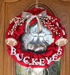 Ohio State Wreath, Ohio State Crafts, Ohio State Buckeyes, Buckeye Crafts, Ncaa College Football, Wreath Tutorial, Cute Diys, Room Accessories, Diy Decorating
