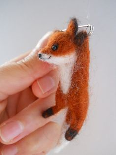 Miniature+swinging+fox+safety+pin+brooch.+by+FeltCuriousShop,+£25.00