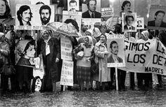 Madres y abuelas de la Plaza de Mayo. Joseph Mengele, Bbc News, South America, Llamas, 17 Mai, Oppression, Messi, Place, Anos 60