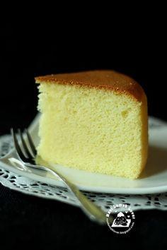 Nasi Lemak Lover: Golden Sponge Cake 黄金海绵蛋糕 50g butter (salted) 50g cake flour 3 egg yolks (A size) 55g milk 3 egg whites (A size) 50g caster sugar 6g corn starch