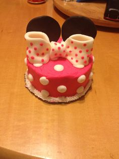 Minnie Mouse smash cake