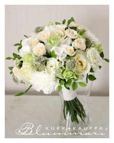 valkoinen neilikka ja shampanjan värinen ruusu morsiuskimpussa - Google-haku