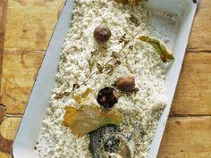 Lachsforelle mit Salz überkrustet ist ein Rezept mit frischen Zutaten aus der Kategorie Meerwasserfisch. Probieren Sie dieses und weitere Rezepte von EAT SMARTER!