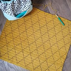Created by Carolien: Crochet Pattern Diamant Blanket Filet Crochet, Crochet Bee, Diy Crochet And Knitting, Manta Crochet, Love Crochet, Crochet Crafts, Crochet Projects, Diy Haken, Diy Bebe
