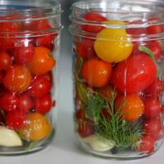 You Can Pickle That: Cherry Tomatoes: Chicagoist---OMG especially the yellow tomatoes with peppercorns, garlic, mustard seed and dill. Canning Cherry Tomatoes, Pickled Tomatoes, Pickled Cherry Tomatoes Recipe, Pickled Cherries, Canned Cherries, Canning Food Preservation, Preserving Food, Canning Vegetables, Canning Pickles