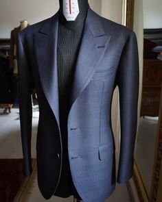 "bespoke-makers: "" Yuki Inoue Milano Trunk Show February Hong Kong February Singapore February Jakarta Please e- mail for appointment and more information:. Big Men Fashion, Mens Fashion Suits, Fashion Outfits, Sharp Dressed Man, Well Dressed Men, Blazer Outfits Men, Designer Suits For Men, Bespoke Tailoring, Suit And Tie"