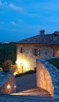 la Villa La vecchia Casella a circa 20 chilometri di strada da la città d'arte di Todi e 35 chilometri da Perugia. http://www.umbriadomus.it/property/la-vecchia-casella/