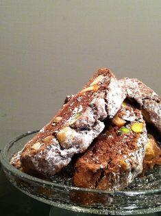 Tozzetti al cacao con nocciole e pistacchi