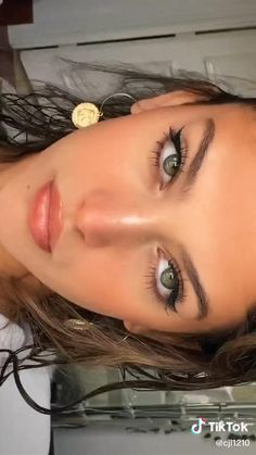 Makeup Eye Looks, Natural Makeup Looks, Cute Makeup, Pretty Makeup, Skin Makeup, Natural Prom Makeup For Brown Eyes, Simple Prom Makeup, Red Lips Makeup Look, Beauty Makeup