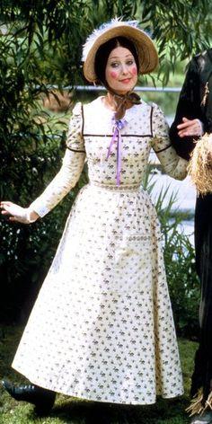 Aunt Sally played by Una Stubbs in Worzel Gummidge Sally Fancy Dress, Sally Costume, Una Stubbs, English Actresses, Music Tv, Good Old, Aunt, Childhood Memories, Costumes