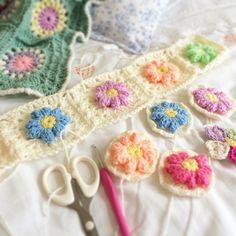 Bobble stitch center granny squares #grannysquaresrock #petalcrush #crochet #crochetersofinstagram #stylecraft #stylecraftspecialdk #crochetgirlgang #crochetcolourcrush #crochetinspiration #grannyblanket #lovecrochet