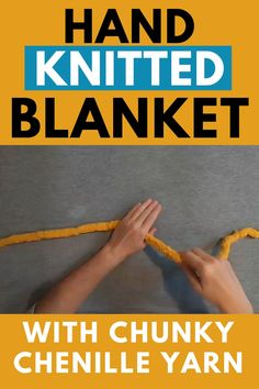 Hand-knitted blanket DIY Learn how to make a hand-knitted blanket in 1 hour. Hand-knitted blanket with chunky fluffy yarn. DIY your cozy arm-knitted blanket. Chunky Yarn Blanket, Hand Knit Blanket, Knitted Blankets, Diy Blankets, Chunky Knit Throw, Diy Pillows, Finger Crochet, Hand Crochet, Knitting Yarn Diy