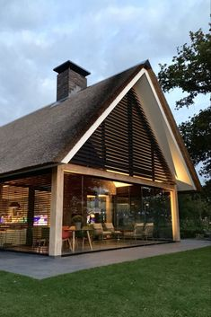 Modern Thatched Roof Home Thatched House, Thatched Roof, Roof Design, House Design, Modern Barn House, Long House, Tiny House Cabin, House Siding, Contemporary Barn