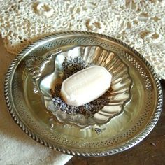 Layer favorite silverplate pieces to make a shabby chic soap dish Shabby Chic Homes, Vintage Silver, Antique Silver, Cottage Chic, Silver Plate, Dish, Plates, Tableware, Decorating Ideas