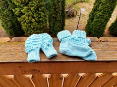 Knitted mittens and glove from merino wool. 💙 Knit Mittens, Knitting Socks, Merino Wool Socks, Glove, Slippers, Trending Outfits, Handmade Gifts, Unique, Vintage
