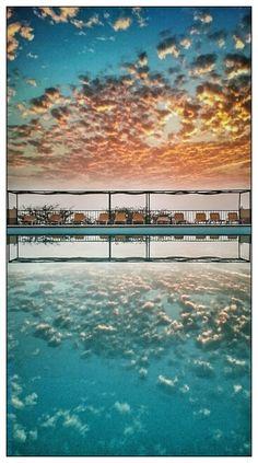 Nome:  Pôr do sol  Localização:  Cabo Verde, Fogo, São Filipe  Séria:  Natureza  Comentários:  No meio das nuvens...   Nom :  Coucher de s...