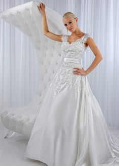 1000 images about finding the right wedding dress for for Wedding dresses for apple shaped body
