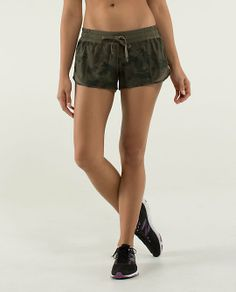 Lululemon Hotty Hot Short $58.00 Savasana Camo 20cm Fatigue Green/Fatigue Green ~