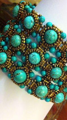 Beaded Bracelet Turquoise and gold Turquesa y Oro