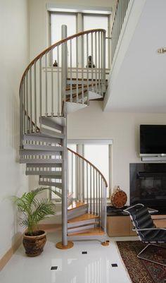 Spiral Staircase Plan, Staircase Metal, Staircase Design Modern, Spiral Stairs Design, Diy Stair Railing, Interior Staircase, Stair Decor, Spiral Staircases, House Staircase