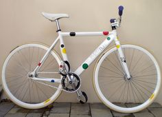 Love the dots Paint Bike, Fixed Gear Bike, Bike Frame, Bike Art, Cool Bicycles, Bicycle Design, Bmx, Touring, Cycling