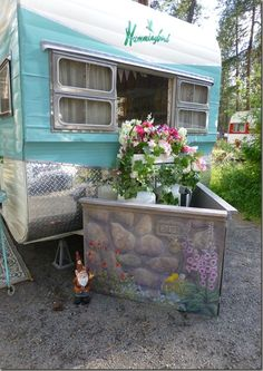The Joy Of Having A Camping Camper RV On A Camping Trip - family camping site Vintage Campers Trailers, Retro Campers, Vintage Caravans, Camper Trailers, Retro Caravan, Trillium Camper, Camping Glamping, Camping Hacks, Camping Style