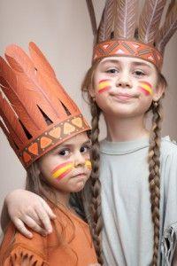 Indianer sind für Mädchen und Buben als Motto für den Kindergeburtstag gleichermaßen interessant. Da passt eine Indianer Schnitzeljagd perfekt dazu! Wie bei unseren anderen Ideen für eine Schnitzel…