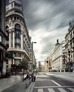 The Gran Via of Madrid Wonderful Picture, Wonderful Places, Beautiful Places, Best Hotels In Madrid, Madrid Travel, Spanish Architecture, Old Building, Spain And Portugal, Murcia