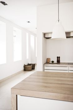 'Minimal Interior Design Inspiration' is a biweekly showcase of some of the most perfectly minimal interior design examples that we've found around the web - Küchen Design, House Design, Design Ideas, Style At Home, Interior Design Examples, Simple Interior, Sweet Home, Scandinavian Home, Cuisines Design