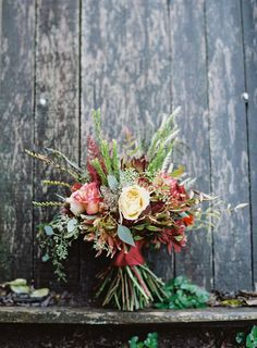 Rustic fall wedding bouquet #weddingbouquet @weddingchicks