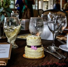 Brookhaven Country Club provided a miniature wedding cake for everyone to take home…and it tasted gooood!