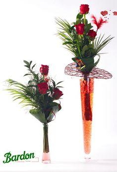 Rosas en violetero de cristal