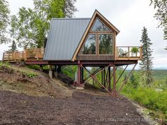 Treehouse Masters 2018 - Alaskan Mountain Treehouse Treehouse Masters: Often described as a tree whisperer by his clients, colleagues and contemporaries, Pet. A Frame Cabin, A Frame House, Cabin Design, House Design, Cabins And Cottages, Log Cabins, Cabins In The Woods, Tiny House, Backyard