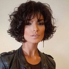The pixie cut is the new trendy haircut!), Many are now women who wear this short haircut. Curly Hair Cuts, Short Curly Hair, Curly Hair Styles, Pixie Hairstyles, Short Haircut, Short Wavy Haircuts, Haircut Styles, Great Hair, Synthetic Hair