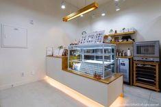 울산인테리어 티디컴퍼니/ Baking Studio 쿠킹클래스 공방인테리어 디자인 : 네이버 블로그 Small Bakery, Small Coffee Shop, Bakery Design, Interior Architecture, Minimalism, Furniture Design, Rustic, Studio, Table