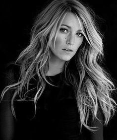 "Blake Lively (Born: Blake Ellender Lively - August 1987 - Los Angeles, CA, USA) as Serena van der Woodsen on ""Gossip Girl"". My hair. Gossip Girls, Long Wavy Haircuts, Fashion Star, Dance Fashion, 90s Fashion, Twisted Hair, Hair Dos, Pretty Hairstyles, Layered Hairstyles"
