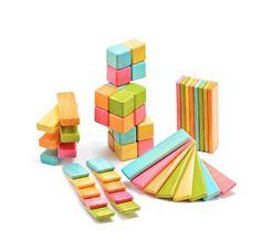 Sin saber nada de estudios y estadísticas, siempre me han gustado más los juguetes que promueven la imaginación: los bloques de madera, la plastilina, los legos, por nombrar algunos.