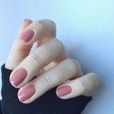 [essie - eternal optimist] - The most beautiful nail designs Essie Nail Colors, Essie Nail Polish, Shellac Nails, Nail Polish Colors, Minimalist Nails, Love Nails, Fun Nails, Healthy Nails, Trendy Nails
