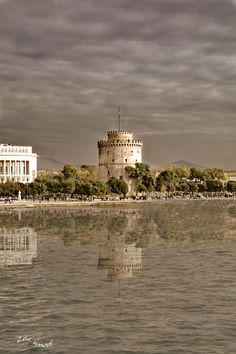 the white tower Greek Traditional Dress, Macedonia Greece, Thessaloniki, Illusions, Reflection, Cities, Places To Visit, Tower, Around The Worlds