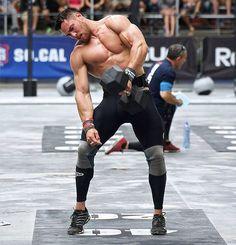 90449ca7e2 Best Knee Sleeves for CrossFit - Man wearing knee sleeves and pulling  dumbbell