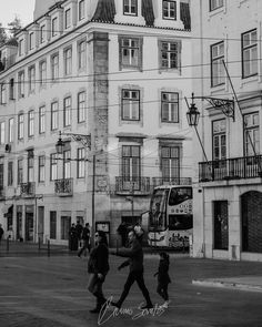 Family.  #portugal #photography #photographer #fotografia #fotografo #lisboa #lisbon #blackandwhiteonly #bw #streetphotography #street
