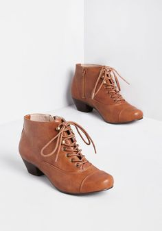 Vintage-inspired with a modern appeal, these tan booties instantly catch your attention! A faux-leather pair that touts topstitching at the toes and vamps, leather-blend linings, and a low heel—all elements that delight your fashionable perspective. Oxford Booties, Lace Up Booties, Leather Booties, Women's Booties, Cute Ankle Boots, Shoe Boots, Women's Shoes, Vintage Inspired Shoes, T Strap Flats