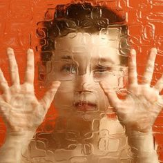 El autismo en la infancia. Consejos para padres de hijos autistas. Qué es el autismo y cuáles son sus causas. Comportamiento de un niño autista. Cómo identificar el autismo en los bebés.