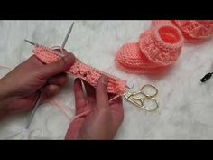 Best 12 Image gallery – Page 404268504049977450 – Artofit – SkillOfKing. Baby Booties Knitting Pattern, Knitted Baby Clothes, Crochet Baby Shoes, Crochet Baby Booties, Crochet Slippers, Baby Knitting Patterns, Crochet Patterns, Knitting For Kids, Hand Knitting