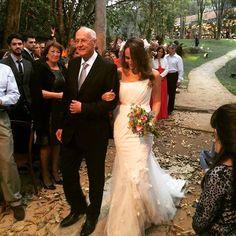 Noiva Tullier: Vestido de noiva Tullier com drapeado, bordado de linha e aplicações de mini-flores 3D. A gente faz um pouco de tudo e realiza os desejos da noiva! Vem fazer seu vestido com a gente!