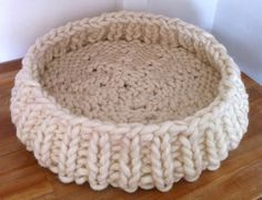 Giant wool cat basket ** LAST ** May The supply of giant wool in the UK has unfortunately ended. I have a medium cat basket left, so . Giant Knitting, Arm Knitting, Knitting Patterns, Crochet Patterns, Beginner Knitting, Knitting Ideas, Gato Crochet, Knit Crochet, Extreme Knitting