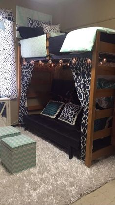 28 Super Cute Dorm Rooms To Get You Totally Psyched For College - Raising Teens . 28 Super Cute Dorm Rooms To Get You Totally Psyched For College – Raising Teens Today Cool Dorm Rooms, College Dorm Rooms, College Dorm Stuff, Funny College, College Roommate, College Humor, College Life, Dorm Room Designs, Bed Designs
