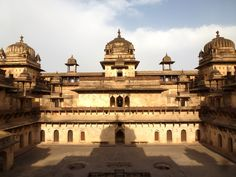 Jahangir Mahal Orchha, Madhya Pradesh – For a Slice of History of Mughals - The place, , Madhya Pradesh had a very interesting It was built in the century to welcome Prince Salem who later came to be known as Jahangir by Vir Singh Deo. Mughal Architecture, Historical Architecture, Beautiful Architecture, The Boat Club, States Of India, Interesting History, Interesting Facts, Madhya Pradesh, Tourist Places